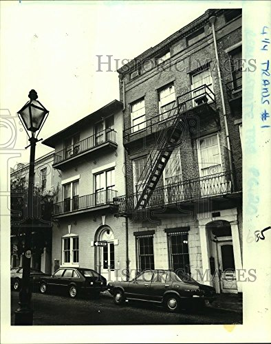 1982 Press Photo 323 and 327 Dauphine St. in the Vieux Carre have been - Dauphine Press