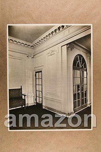 vintage-photo-of-crown-moldings-arched-doorway-rf459