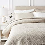 AmazonBasics Oversized Quilt Coverlet Bed Set