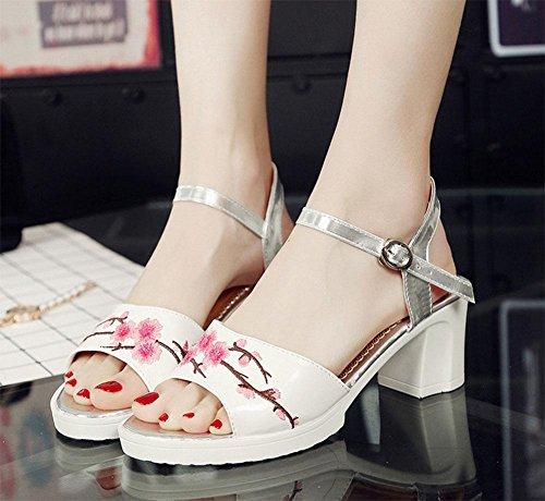 Sandalen Weiblich Fuß Ein Wort Schnalle bestickt Sandalen Weiblich 1