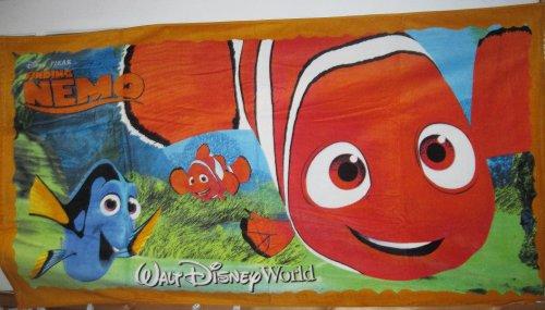 Disney Walt Disney World Resort Finding Nemo Beach & bath Towel