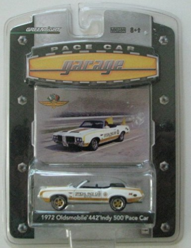 Greenlight Pace Car Garage Series 1:64 Scale 1972 Oldsmobile 442 Indy 500 Pace Car