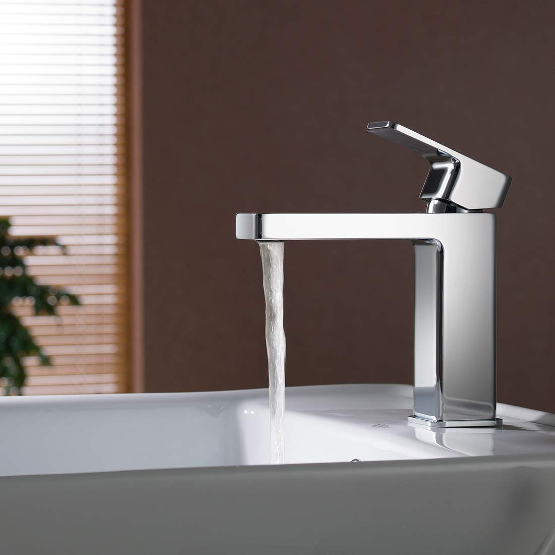 Chrome Finished. Single Handle Bathroom Brass Faucet Modern Vanity Sink Faucet Basin Mixer with Water Saving Chrome
