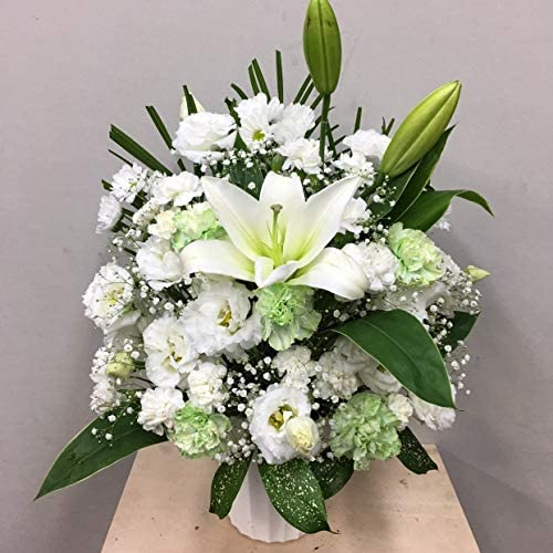 【供花】白いユリとトルコキキョウのアレンジ(H55) 奥行:約33cm×幅:約37cm×高さ:約55cm