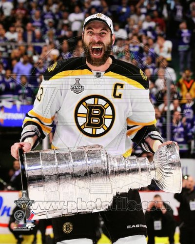 Zdeno Chara - holding the 2011 Stanley Cup Trophy - NHL 8x10 Photo (Boston Bruins)