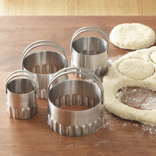 (RSVP Stainless Steel Round Biscuit Cutters with Fluted Edge, Set of 4)