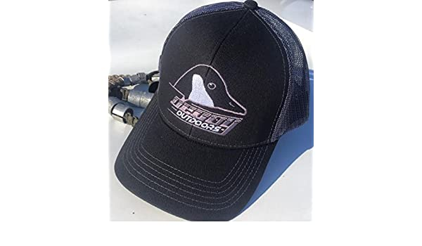a7024032d9fde Amazon.com   Decoy Outdoors Black   Grey Mesh Back Hat with Canada Goose  Logo   Sports   Outdoors