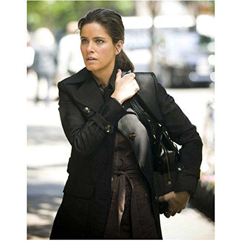 - Please Give Amanda Peet as Mary pulling up handbag 8 x 10 Inch Photo