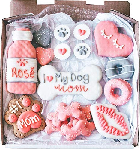 Wüfers Dog Mom Dog Cookie Box | Handmade Hand-Decorated Dog Treats | Dog Gift Box Made with Locally Sourced Ingredients