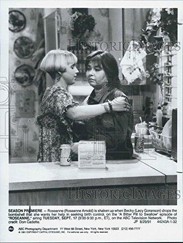 1991 Press Photo Season Premiere Roseanne (Barr) Becky (Lecy Goranson) ABC TV