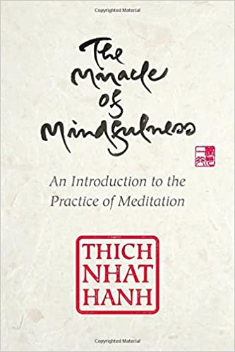 Amazon the miracle of mindfulness gift edition an amazon the miracle of mindfulness gift edition an introduction to the practice of meditation 9780807064900 thich nhat hanh books fandeluxe Images