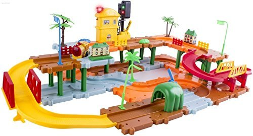 WolVol Big Train Tracks Set with Upper and Lower Level, Tunnels and Bridges, with Battery Operated Train and a Real Working Traffic Red/Green Light (with sounds) [並行輸入品] B01MT2IA7N
