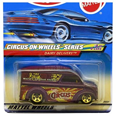 Hot Wheels 2000-028 Circus On Wheels Dairy Delivery Purple 1:64 Scale: Toys & Games