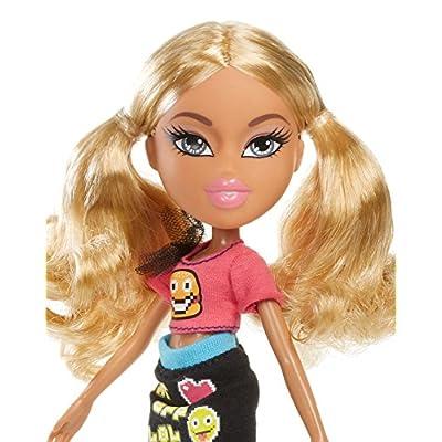 Bratz SelfieSnaps Doll - Raya: Toys & Games