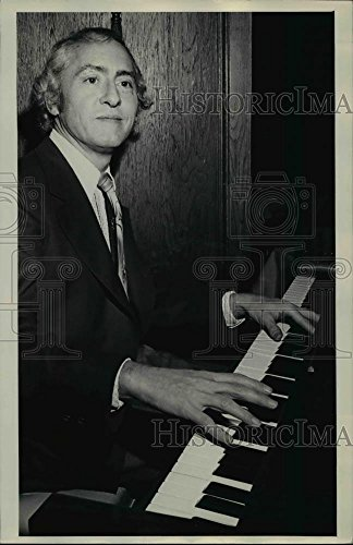 Howell Jack - 1972 Press Photo Jack Howell in Listen to the music - orp16219