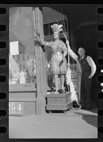 Photo: Cigar store Indian,Manchester,New - New Hampshire Shopping Manchester