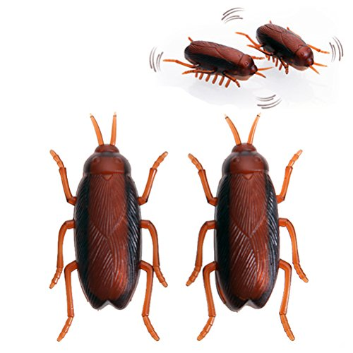 1 Pair Yonger Shock Crawling Cockroach for Baby Toy Fake Roaches Prank Bugs Look Real