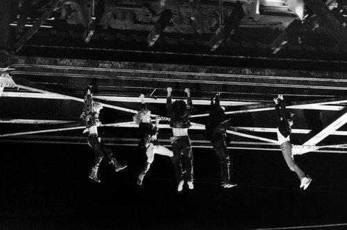 The Lost Boys Jason Patric Vampires Hanging From Bridge 24x36 Poster ()