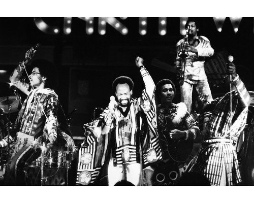 (Earth, Wind & Fire in Concert legendary group 8x10 Promotional Photograph)