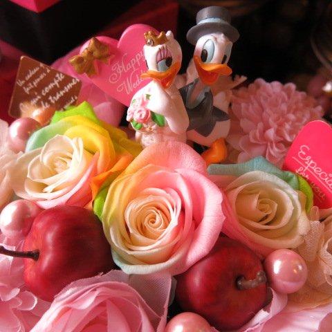結婚祝い ディズニー フラワーギフト レインボーローズ プリザーブドフラワー ウェディング ドナルド デージー A プリザーブドフラワーフレンチbox入り  結婚祝いプレゼント記念日の贈り物におすすめのフラワーギフト プレゼント先へのお届け 配送日指定も可能です B00ON6734S