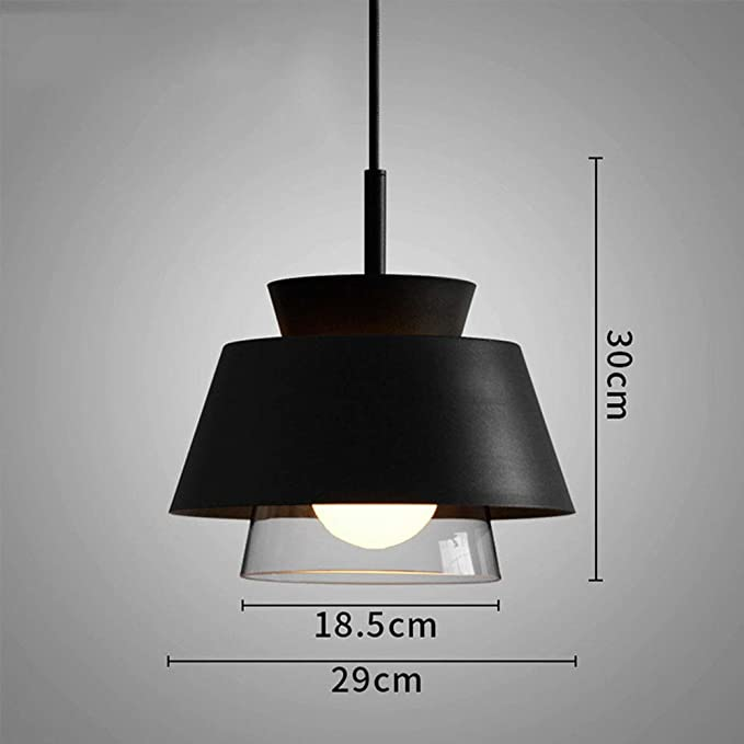 Lámparas de suspensión en el interior de la sala de estar ...