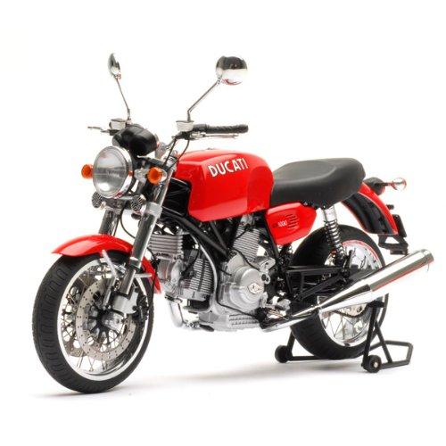 ماکت موتور سیکلت دوکاتی. |