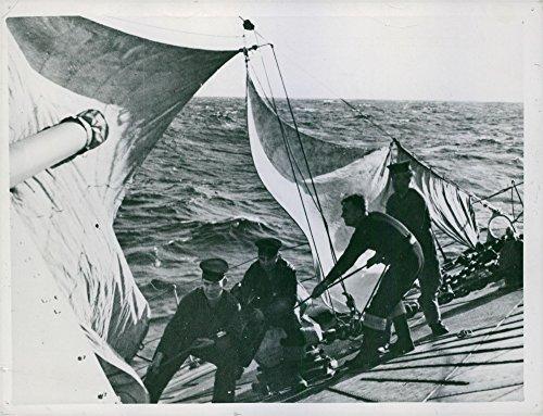 (Vintage photo of DAMAGED BRITISH DESTROYER COVERS 150 MILES UNDER SAIL)