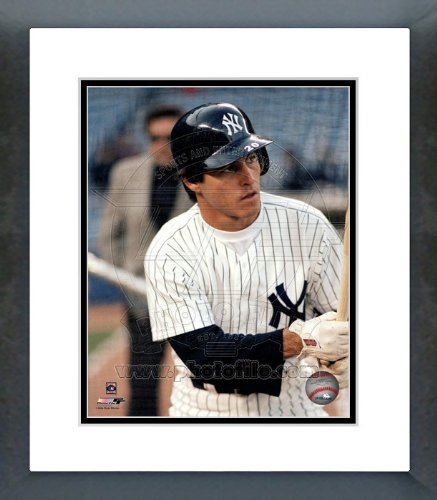 - Bucky Dent New York Yankees Framed Picture 8x10