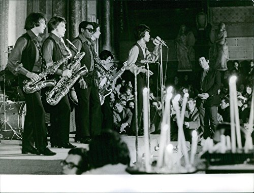 Vintage Photo Of A Group Of Singer Perform Jazz Music In Saint Firmin Des Pr S  1969