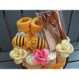 *出産祝いセット男女兼用おむつケーキ 『Petit』 はち 新生児 赤ちゃん ギフト オムツ ダイパー パンパース プレゼント