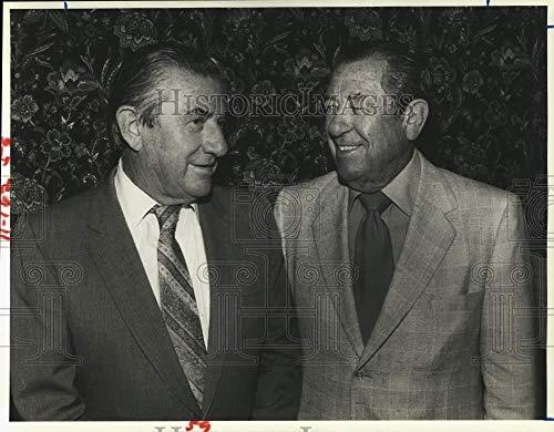 1981 Press Photo Gordon & Bob Herrin at Confederate House Restaurant in Houston.