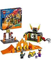 LEGO® City Park kaskaderski 60293 — zestaw konstrukcyjny; świetny motocykl kaskaderski dla dzieci napędzany kołem zamachowym (170 elementów)