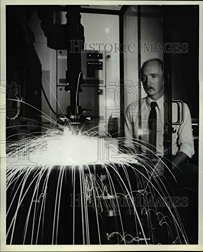 Ibm Photo - Vintage Photos Historic Images 1981 Press Photo Engineer Larry Cook at IBM's Information Systems Division - 9.75 x 8