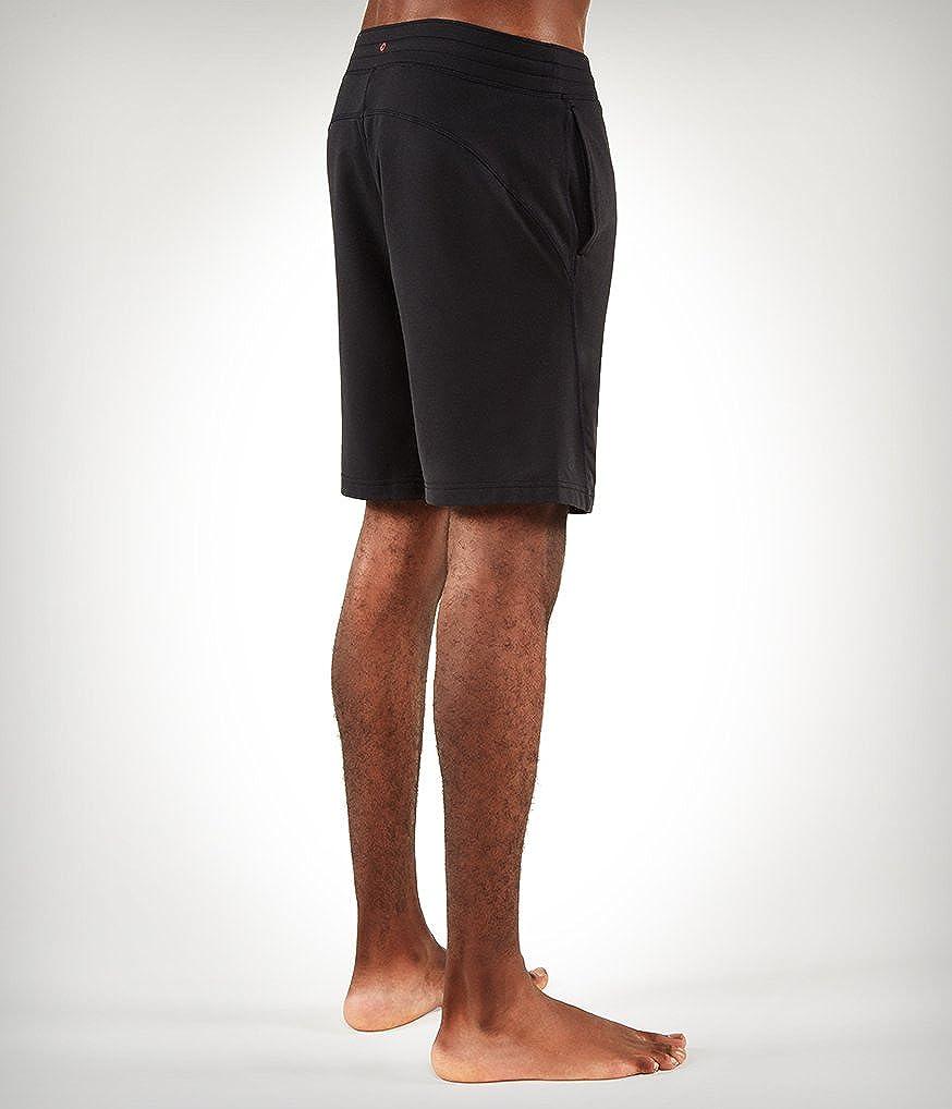Amazon.com: Manduka de los hombres el ahora Shorts: Clothing