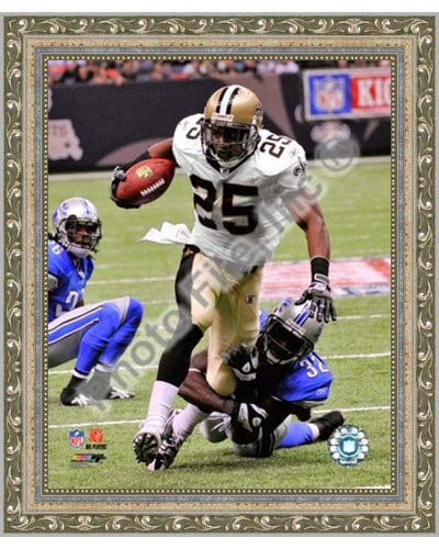 - Poster Palooza Framed Reggie Bush 2009 with The Ball- 8x10 Inches - Art Print (Ornate Silver Frame)