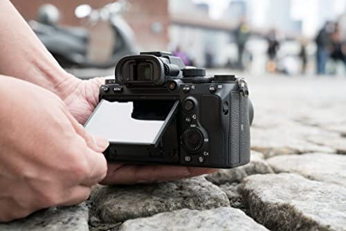 Sony a7 III ILCE7M3/B Full-Frame Mirrorless Interchangeable-Lens Camera with 3-Inch LCD, Black 51YzQnCzvXL