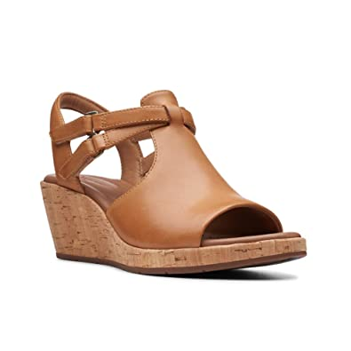 26e4ae69f4 Amazon.com | CLARKS Womens Un Plaza Way Sandal | Platforms & Wedges