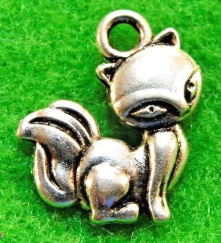 50Pcs. WHOLESALE SKUNK / FOX Charms Pendants Earring Drops Q1231 DIY Crafting Key Chain Bracelet Necklace Îewelry Accessories (Skunk Charm)