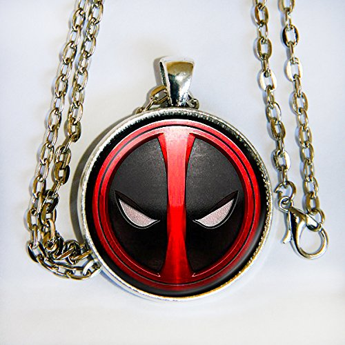 Comiccon Hulk Costumes (Deadpool pendant necklace - HM)