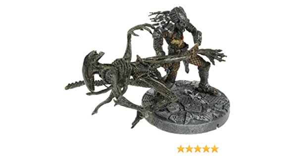 McFarlane: Alien vs. Predator - Celtic Predator Throws Alien: Amazon.es: Juguetes y juegos