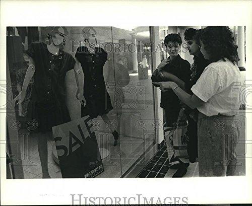 1988 Press Photo Doris Landry, Tara Orgeron, Maureen Pickett at Esplanade - The Mall Esplanade