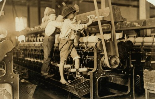1909 child labor photo 488 Macon, Ga. Lewis W. Hine 1-19-1909. Bibb Mill No. b9