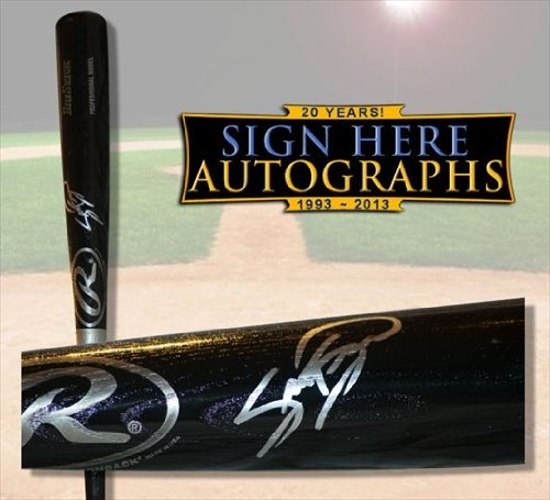 Sign Here Autographs 10108 Sammy Sosa In-Person Autographed Baseball Bat from Sign Here Autographs