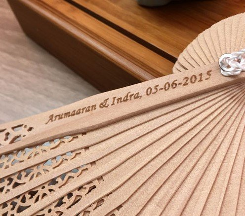 Engraving 100 Pcs/Lot Printed Personalized Folding Wooden Carved Hand Fan Wedding Invitations Party Favors