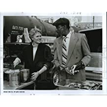 1990 Press Photo Sharon Gless and Bill Cobbs in The Trials of Rosie O'Neill