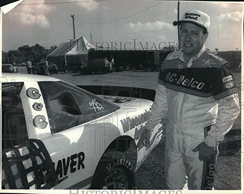 1994 Press Photo NASCAR driver Ken Schrader looks over car for Miller National