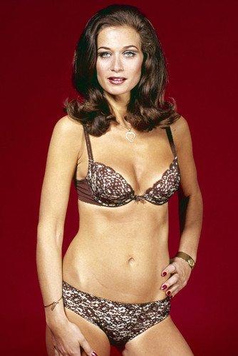 Valerie Leon sexy busty bikini pin up James Bond Hammer Horr