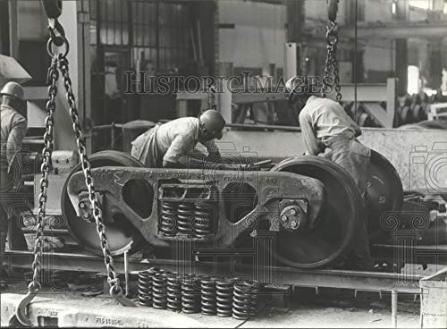 (Vintage Photos 1979 Press Photo Workers Assemble Truck at Pullman-Standard Company, Bessemer)