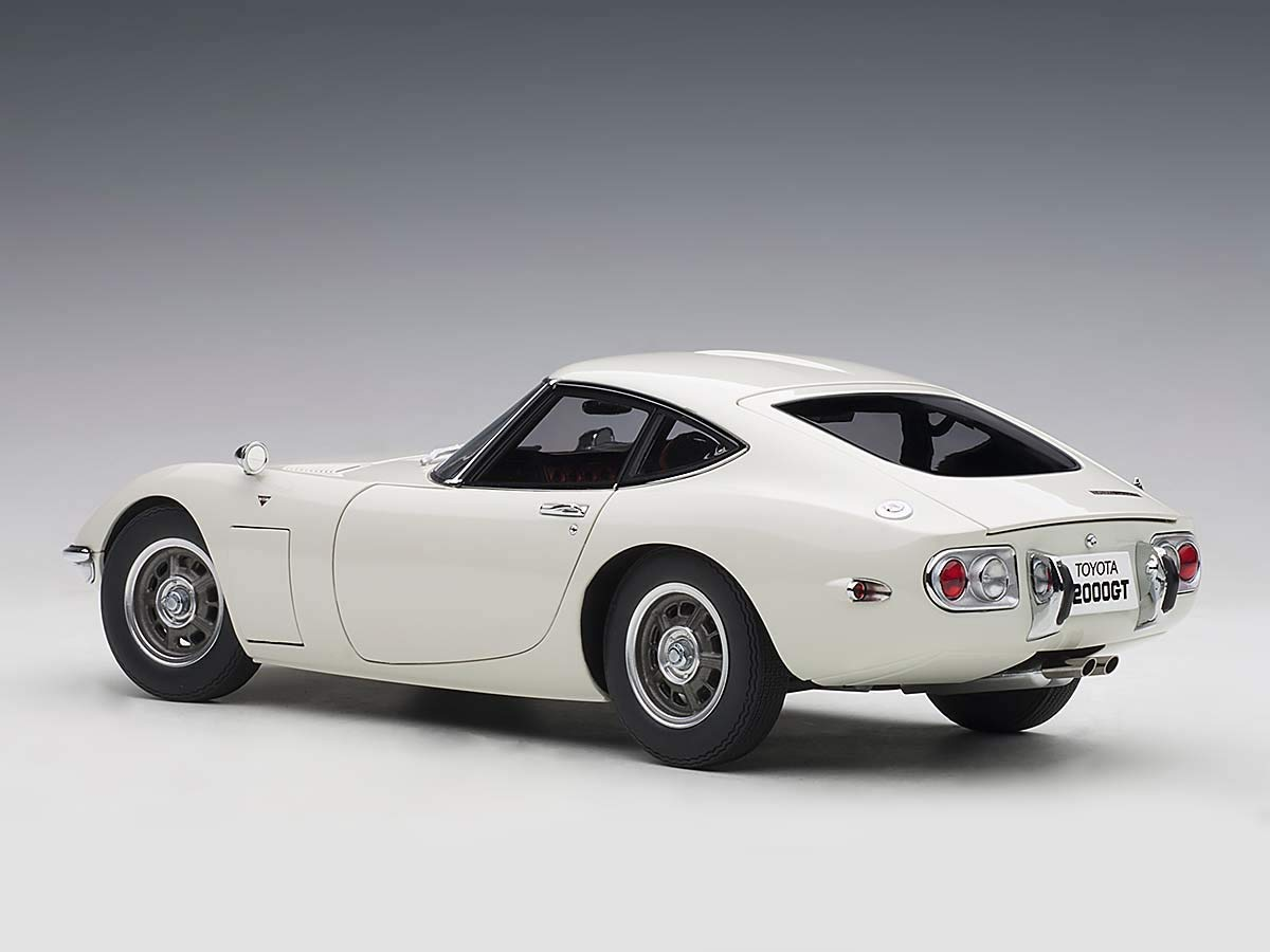 Toyota 2000GT Coupe White 1//18 Model Car by Autoart 78753