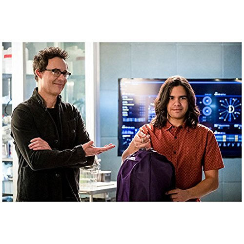 (Tom Cavanagh 8 inch x 10 inch Photograph The Flash (TV Series 2014 -) Arms Crossed Pointing Toward Carlos Valdez kn)